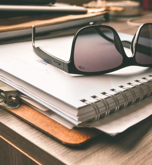 desk-notebook-table-brand-product-papers-1072194-pxhere.com